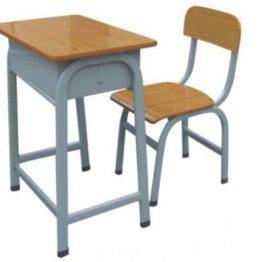 Cadeira e mesa escolar
