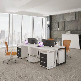 Estação de trabalho de mesa de escritório para funcionários
